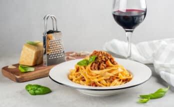 10989 ragu di struzzo 348x215 - Come cucinare il ragù di struzzo