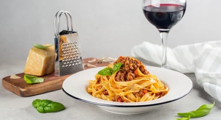 10989 ragu di struzzo 735x400 - Come cucinare il ragù di struzzo